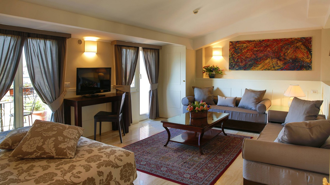 hotel-modigliani-rome-superior-room-01