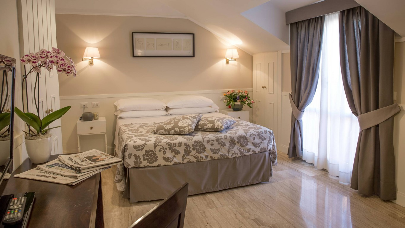 hotel-modigliani-rome-superior-room-05